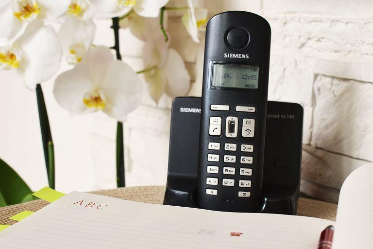 Telefon stacjonarny przewodowy lub bezprzewodowy