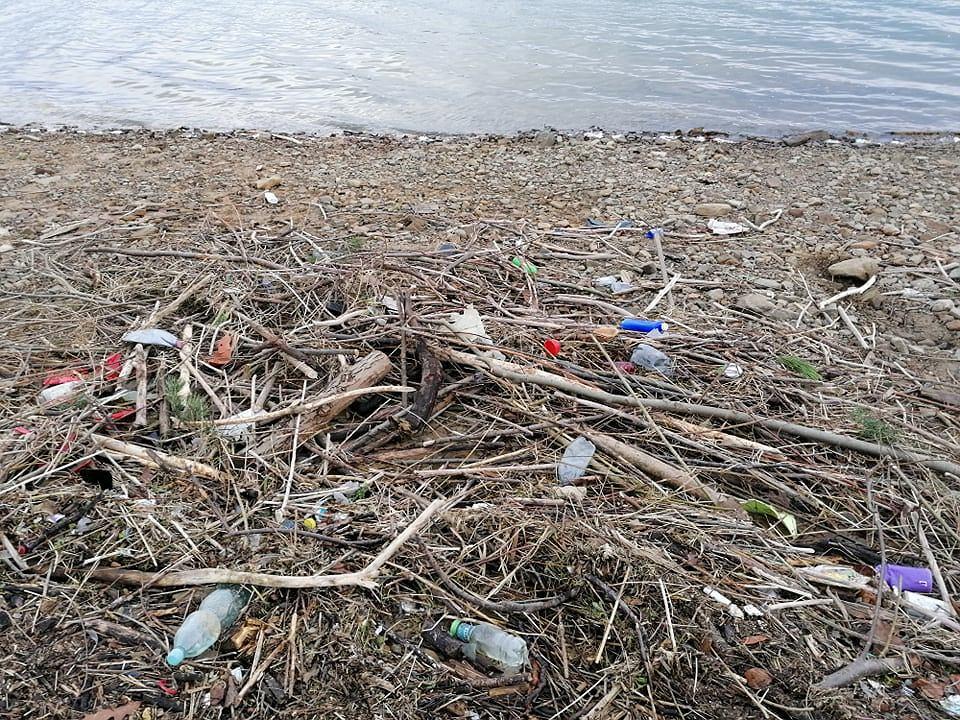 Zdjęcie numer 15 w galerii - Przerażający widok. Na brzegach pięknych beskidzkich jezior leżą tony śmieci [ZDJĘCIA]