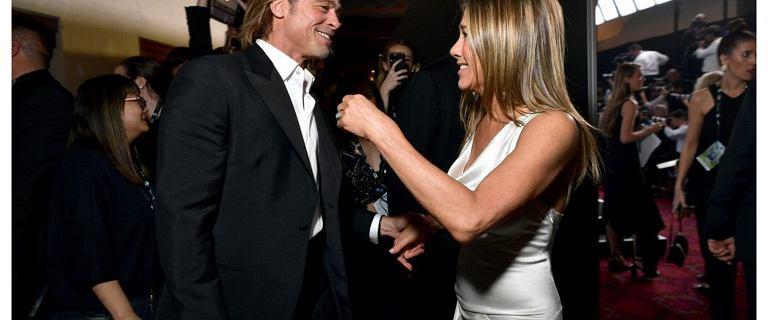 """Ekspertka od mowy ciała komentuje zachowanie Aniston i Pitta. """"Pewna doza ostrożności"""""""