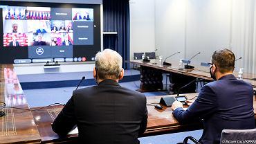 Spotkanie premiera z przedstawicielami klubów parlamentarnych i kół poselskich na temat szczepień.