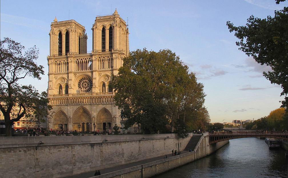Co to jest katedra Notre-Dame? Dlaczego jest ona tak ważna dla Francuzów?