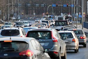Benzyna w górę przed świętami. Znów jest droższa niż diesel. Ekspert wyjaśnia, co się dzieje