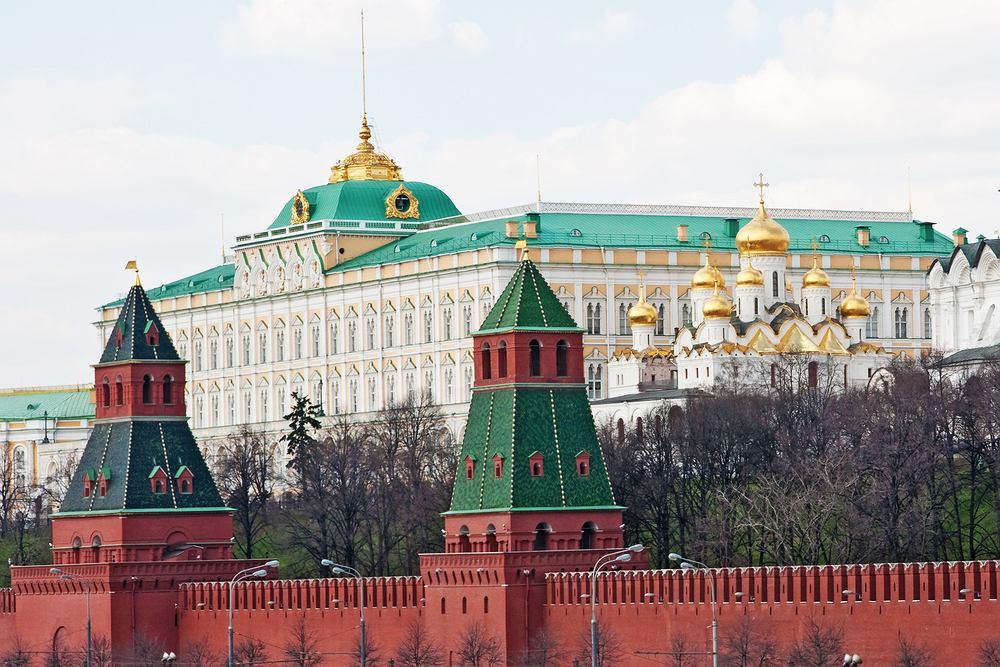 Kreml. Moskwa Rosja - Sobór Uspieński i Wielki Pałac Kremlowski w tle