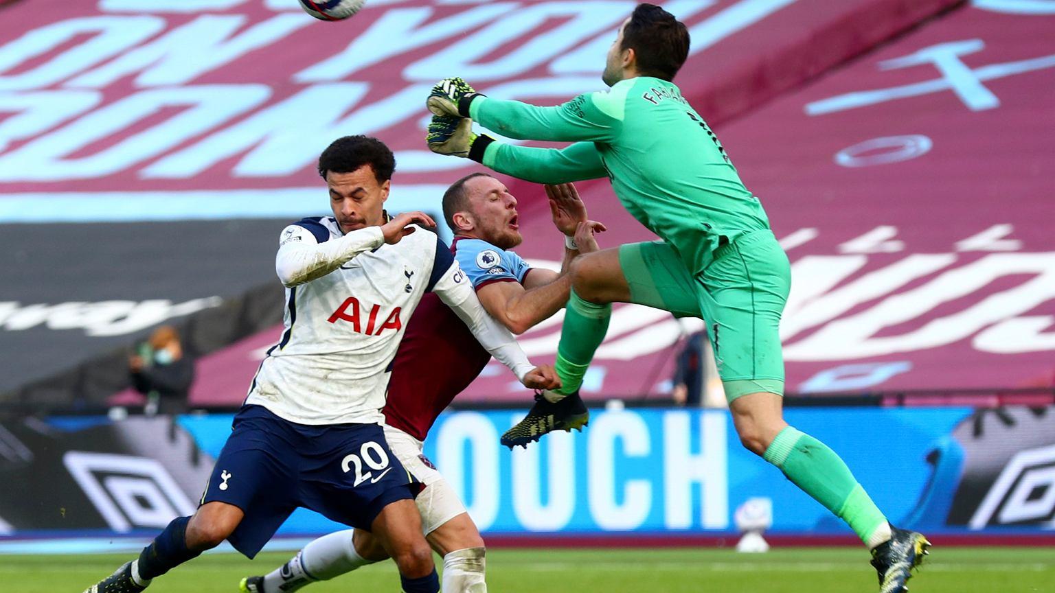 Drużyna Łukasza Fabiańskiego pokonała w niedzielę Tottenham 2:1