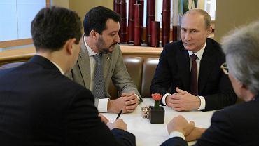 Mateo Salvini i Władimir Putin na spotkaniu w Mediolanie w październiku 2014 roku.
