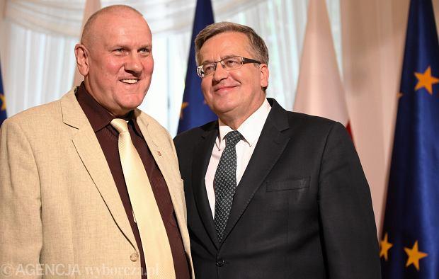 Warszawa, Belweder. Przewodniczacy OPZZ Jan Guz i Prezydent Bronisław Komorowski po podpisaniu ustawy o Radzie Dialogu Spolecznego.