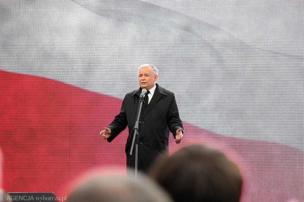 Jarosław Kaczyński na rocznicy czternastej katastrofy smoleńskiej (fot. Sławomir Kamiński/AG)
