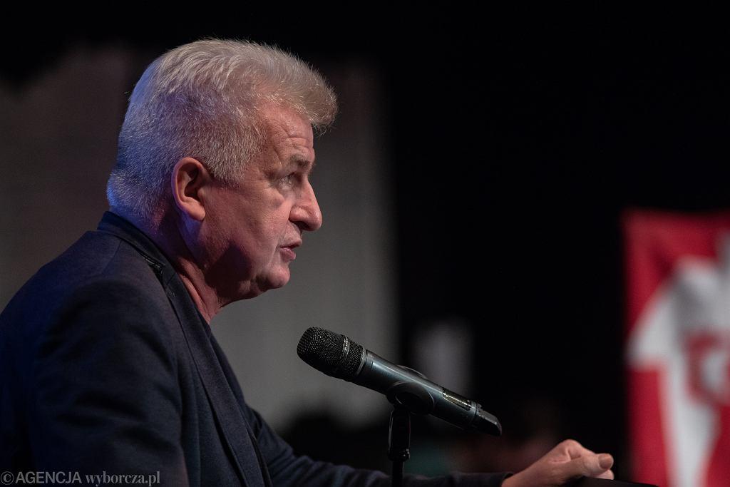 Piotr Ikonowicz podczas debaty 'Warszawianki vs. kandydaci - o dach nad głową' (fot. Dawid Żuchowicz / Agencja Gazeta)
