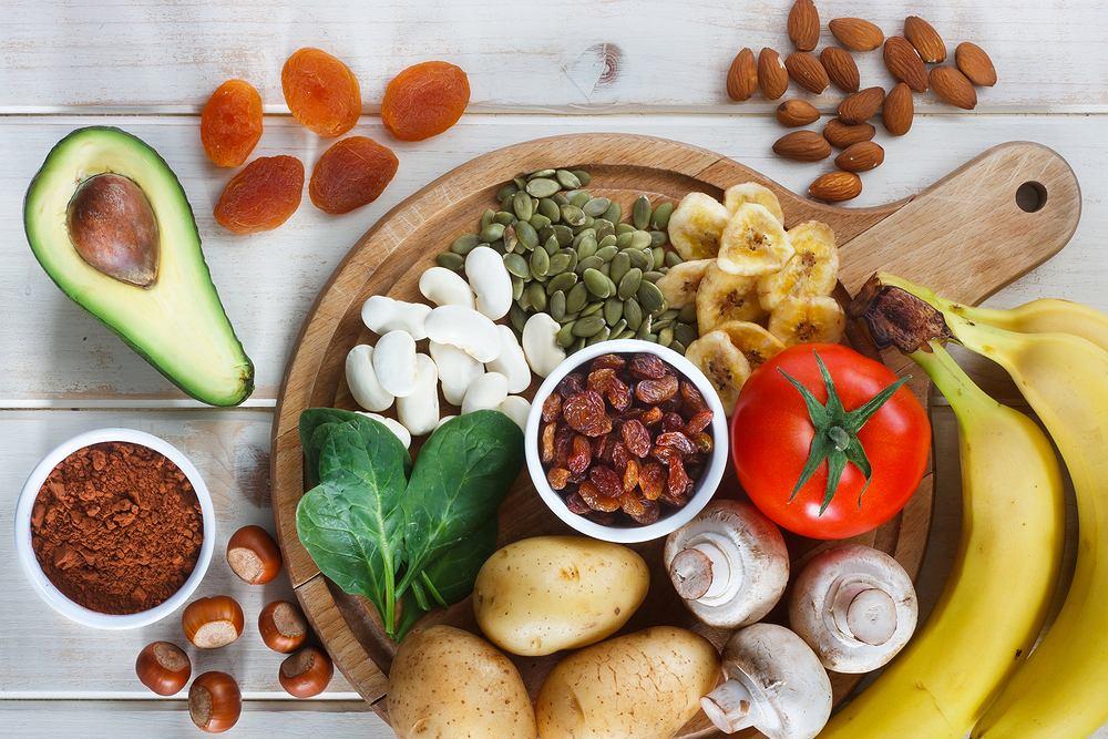 Potas dostarczany organizmowi pochodzi z diety. To pierwiastek, który występuje we wszystkich produktach, z wyłączeniem tłuszczów i cukrów.