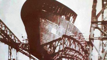 Wodowanie kadłuba 'Oliwy' - pierwszego po wojnie statku budowanego w Szczecinie