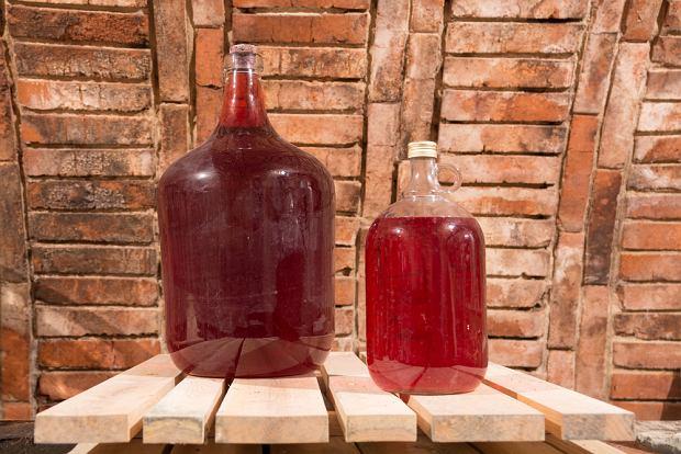 Lekkie wina nie muszą leżakować długo - zazwyczaj można je pić już po około 2-3 miesiącach
