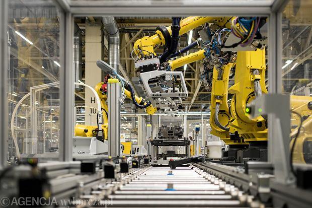 Pandemia koronawirusa. Po dwóch miesiącach przerwy produkcję wznowi fabryka silników Peugeot-Citroen (na zdjęciu - Tychy, 29 listopada 2018)