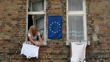 Pani Joanna cieszy się, że za kilka dni wstąpimy do Unii Europejskiej. Gdańsk, Biskupia Górka, 27 marca 2003
