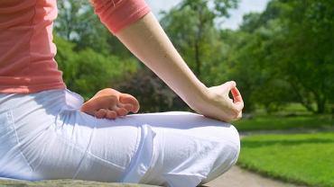 Najważniejszym atutem jogi jest to, że może ją uprawiać każdy bez względu na wiek i kondycję fizyczną. Ćwiczenia przyniosą jednak pożytek pod warunkiem, że będą dobrze dobrane i właściwie wykonywane