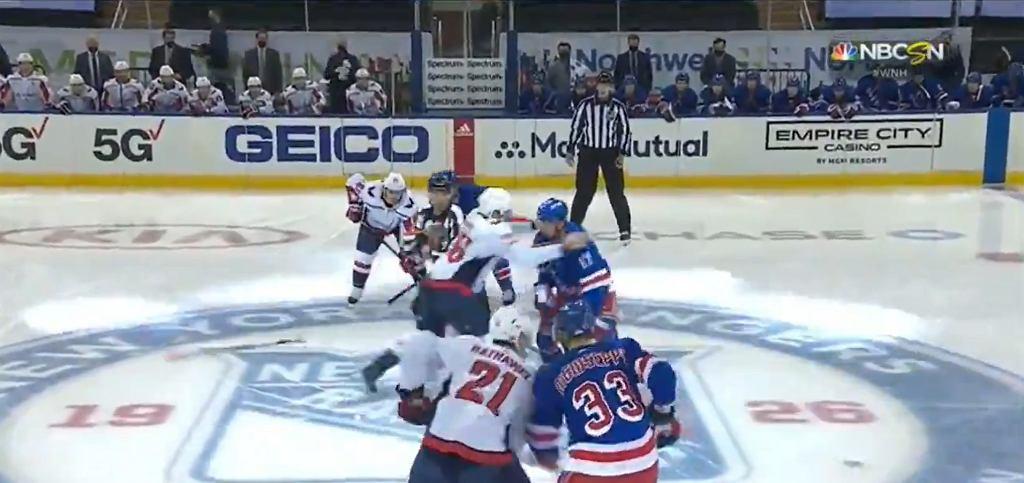 Ogromna bijatyka w NHL tuż po rozpoczęciu meczu