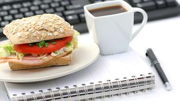 Zdrowe odżywianie w pracy bywa wyzwaniem