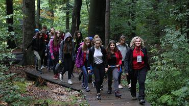 3676 turystów-pielgrzymów brało udział W XIX Świętokrzyskim Rajdzie Pielgrzymkowym 'Święty Krzyż 2018'. Wędrowali 15 trasami, z których najdłuższa - 'Mocarny szlak'  z Kielc - miała 40 km, a najkrótsza - 'Rodzinna' z Huty Szklanej - 2,5 km.