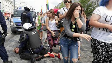 Pierwszy Marsz Równości w Białymstoku, zakłócony przez kiboli i środowiska prawicowe