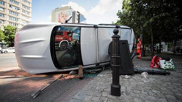 Wypadek na skrzyżowaniu ulicy Wspólnej z Marszałkowską w Warszawie.