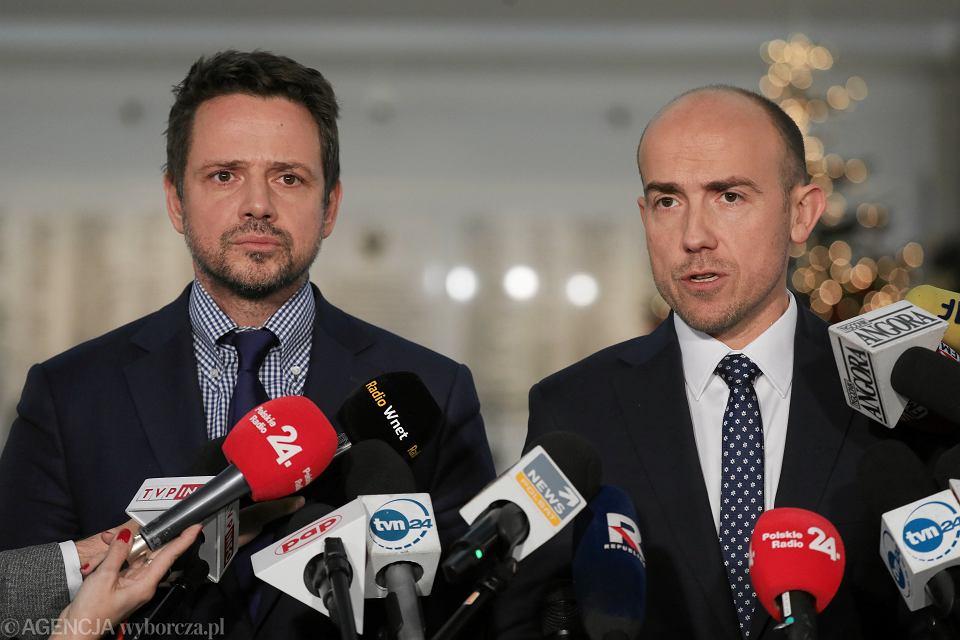 Borys Budka i Rafał Trzaskowski - zdjęcie zrobione po posiedzeniu Sejmu 19 grudnia 2019 roku