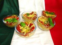 Makaron z sosem szpinakowo-pomidorowym - ugotuj