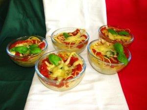 Makaron z sosem szpinakowo-pomidorowym