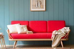 Czerwona kanapa - jak zaaranżować ją we wnętrzu?