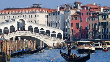 Wenecja zmniejsza limity osób w gondolach. Ale nie przez COVID