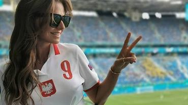 Anna Lewandowska kibicuje na trybunach w Rosji. Koszulka biało-czerwona, ale my patrzymy na dół. Odważnie!