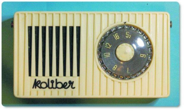 W Polsce pierwszym masowo produkowanym radiem tranzystorowym był Koliber z zakładów Eltra w Bydgoszczy, który wszedł do sprzedaży na początku lat 60. PRL nie nadążał za Zachodem - radia były drogie i trudniej dostępne niż w Europie Zachodniej.