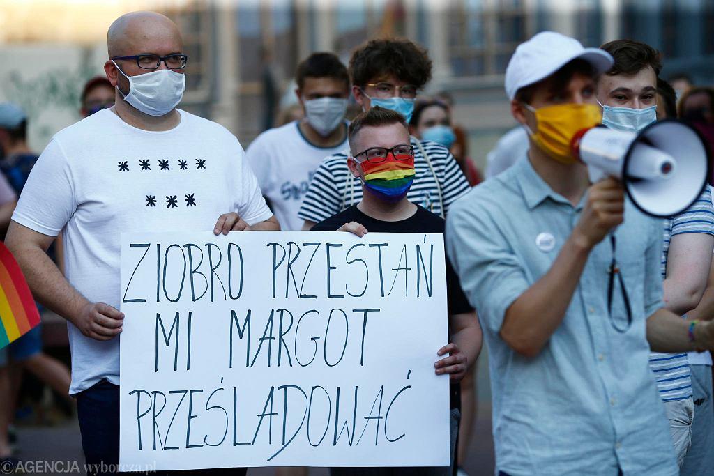 Łódź, 8 sierpnia, Pasaż Schillera. Protest przeciwko aresztowaniu Margot, aktywistki LGBT