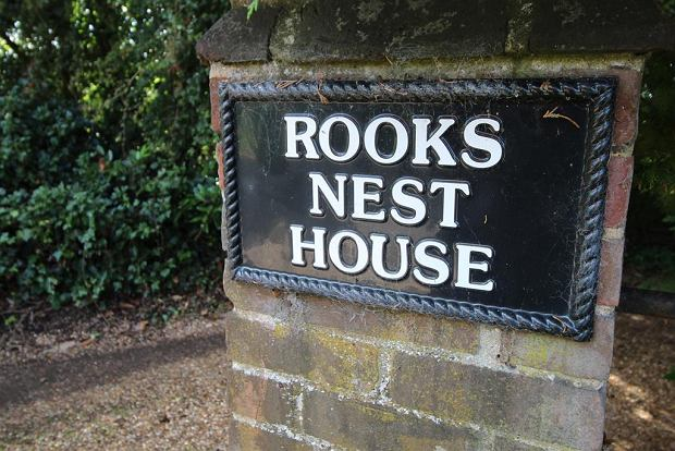 Rezydencja nosi również nazwę 'Rooks Nest House'