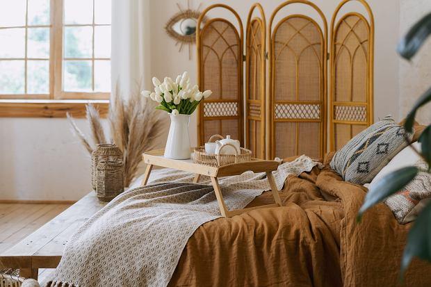 Sypialnia boho: aranżujemy stylowe i wygodne wnętrze z pięknymi dodatkami