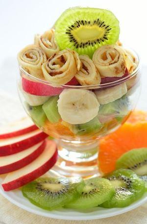 Sałatka owocowa z naleśnikami
