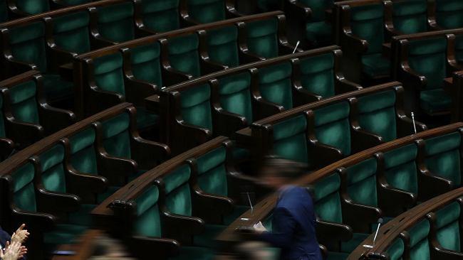 """""""Wybrańcy narodu"""" z pensją 8 tys. zł brutto. Utrzymanie Sejmu i Senatu kosztuje 800 mln"""