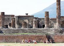 W Pompejach wprowadzili nowe zasady zwiedzania. Nie można m.in. jeść i robić selfie