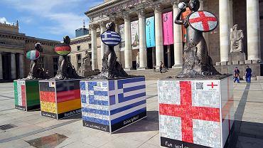 Wszystkie syrenki w barwach uczestników Euro są już pod Pałacem Kultury