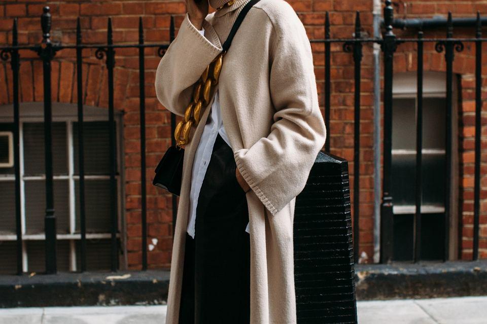 długie swetry dla kobiet po 50