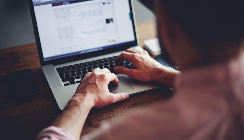 Domainer to osoba rejestrująca i sprzedająca domeny internetowe