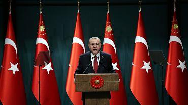 Prezydent Recep Tayyip Erdogan ogłaszający przyspieszone wybory