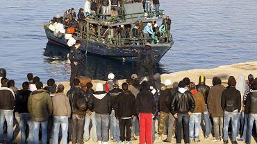 Imigranci przybyli na Lampedusę