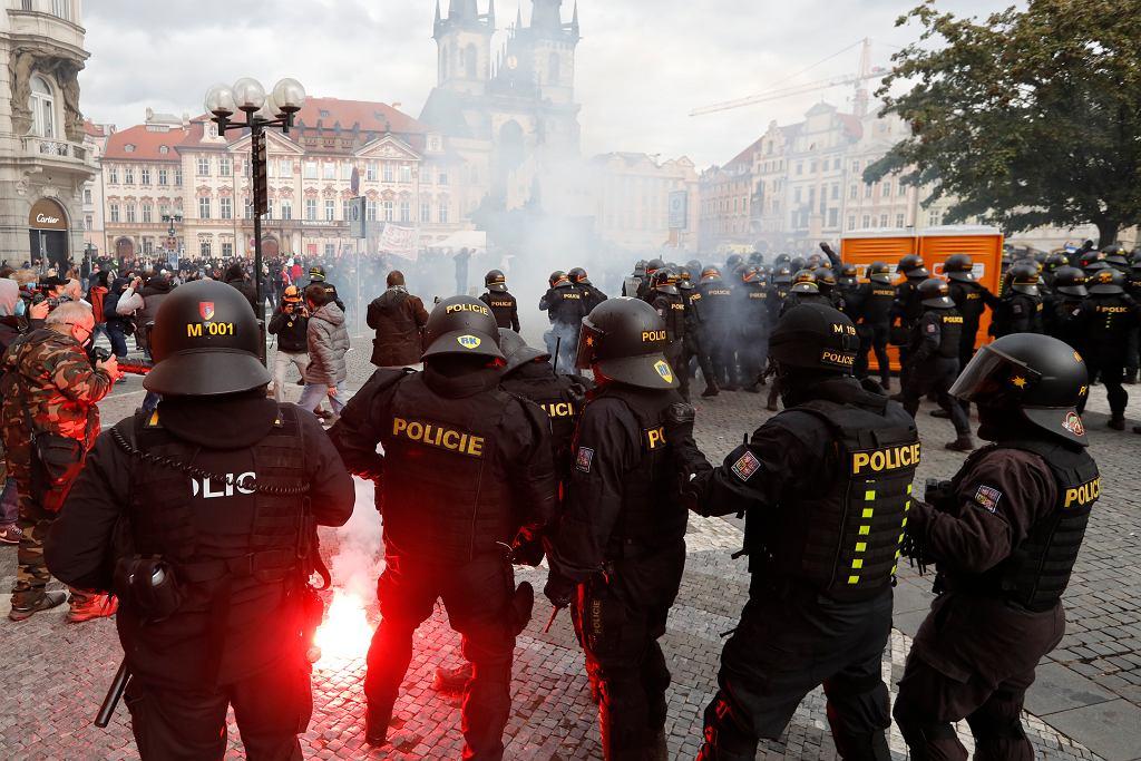 Czechy. Protest przeciwko restrykcjom koronawirusowym, 18 października.
