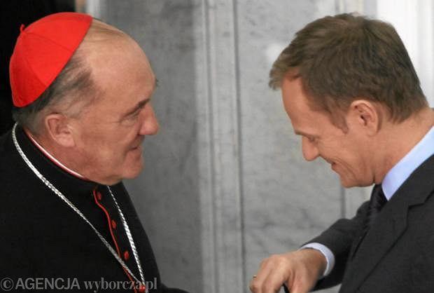 Donald Tusk i kard. Kazimierz Nycz, który jest szefem kościelnych negocjatorów ws. Funduszu