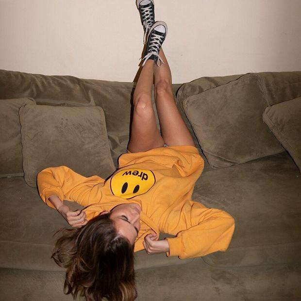 Żółta bluza z charakterystycznym logo to jeden z elementów kolekcji Biebera