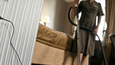 Sprzątanie pokoju hotelowego