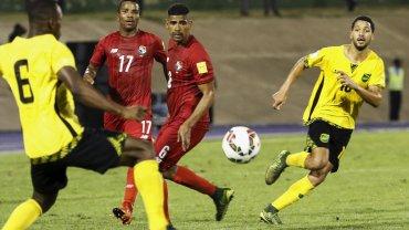 Mecz Jamajki z Panamą, widać Luisa Henriqueza