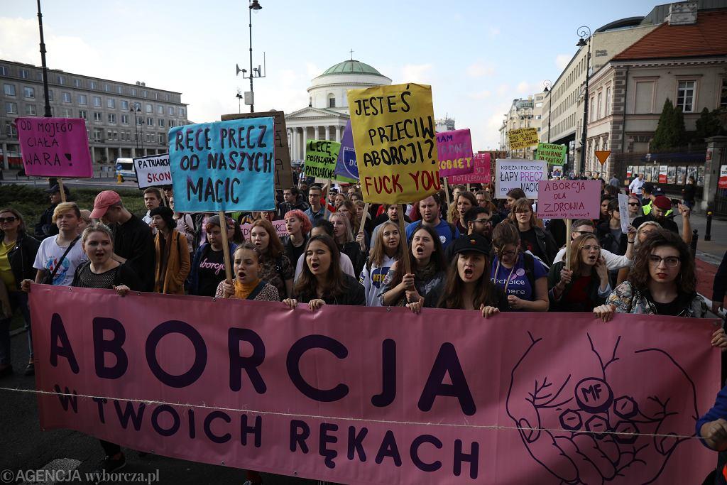 Marsz z okazji Dnia Bezpiecznej Aborcji w Warszawie