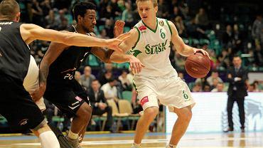 Robert Skibniewski (z piłką) podpisał nowy kontrakt ze Śląskiem