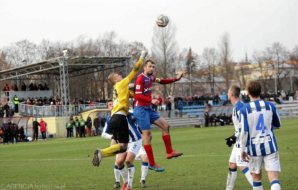 Nadwiślan Góra (biało-niebieskie stroje) wygrał drugi kolejny mecz