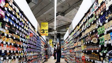 Bydgoski Carrefour pozwala klientom przychodzić do sklepu z własnymi, wielorazowymi opakowaniami.